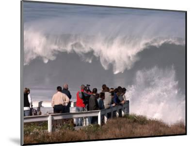 Spectators Line the Bluff at La Jolla Cove to Get a Good Look at the Large Surf in San Diego--Mounted Photographic Print