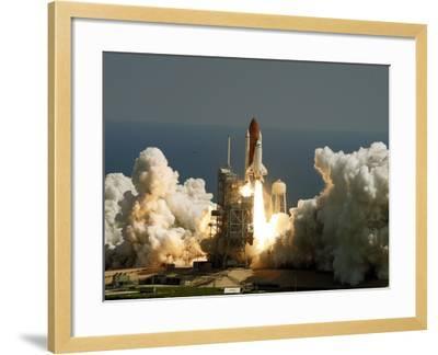 Space Shuttle-John Raoux-Framed Photographic Print