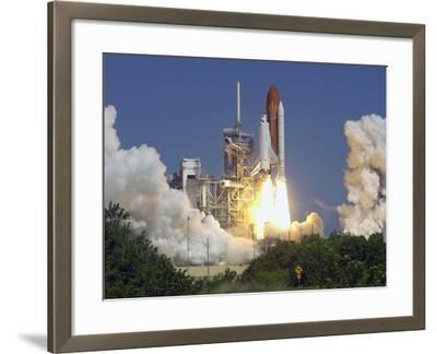 Space Shuttle Discovery-Paul Kizzle-Framed Photographic Print