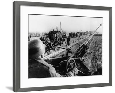 WWII German Anti Aircraft Crew--Framed Photographic Print
