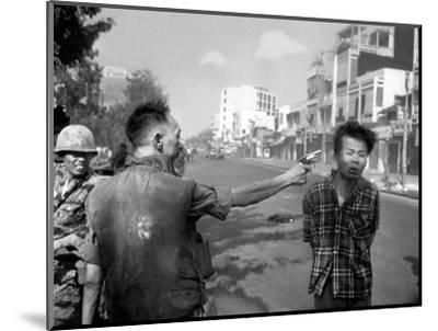 Vietnam War Saigon Execution-Eddie Adams-Mounted Photographic Print