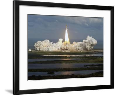 Space Shuttle-Chris O'Meara-Framed Photographic Print
