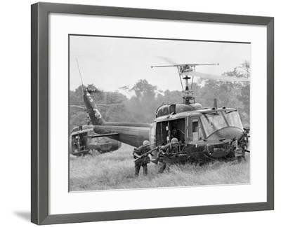 Vietnam War Helicopter Landing-Horst Faas-Framed Photographic Print