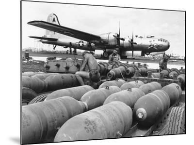 WWII Loading U.S. Bombers--Mounted Photographic Print