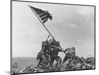 Iwo Jima Flag Raising-Joe Rosenthal-Mounted Photographic Print