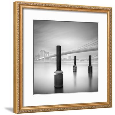 3 Postes en Brooklyn Bridge-Moises Levy-Framed Photographic Print