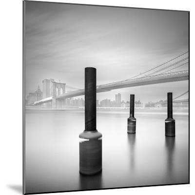 3 Postes en Brooklyn Bridge-Moises Levy-Mounted Photographic Print