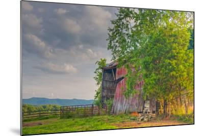 Mayberry Barn-Bob Rouse-Mounted Photographic Print