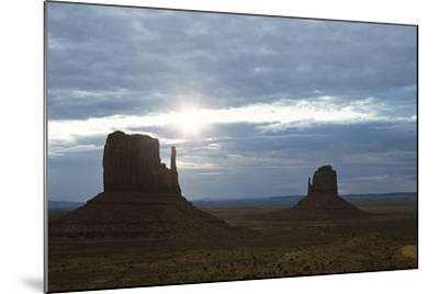 Monument Valley 04-Gordon Semmens-Mounted Photographic Print