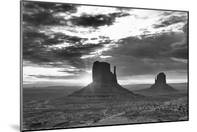 Monument Valley 03-Gordon Semmens-Mounted Photographic Print