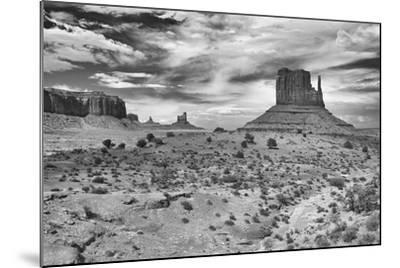 Monument Valley 05-Gordon Semmens-Mounted Photographic Print