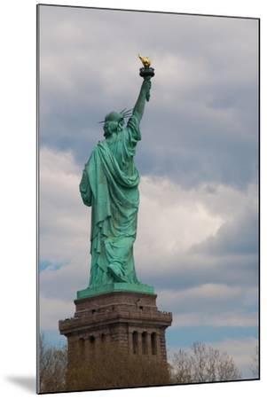 Statue of Liberty I-Erin Berzel-Mounted Photographic Print