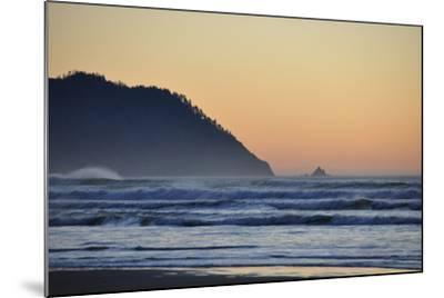 Ocean Sunset II-Logan Thomas-Mounted Photographic Print