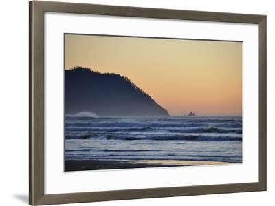 Ocean Sunset II-Logan Thomas-Framed Photographic Print