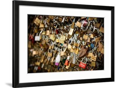 Pont des Arts II-Erin Berzel-Framed Photographic Print