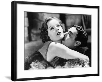 Greta Garbo and John Gilbert in Flesh and the Devil--Framed Photographic Print