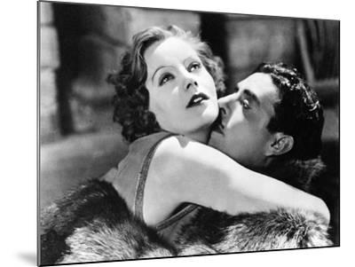 Greta Garbo and John Gilbert in Flesh and the Devil--Mounted Photographic Print