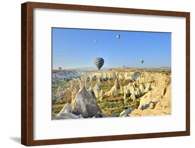 Turchia, Cappadocia, Goreme Voli in Mongolfiera-frenk58-Framed Photographic Print
