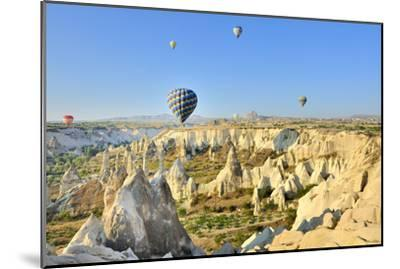 Turchia, Cappadocia, Goreme Voli in Mongolfiera-frenk58-Mounted Photographic Print