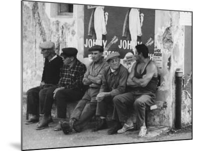 Men on a Bench in Saint Tropez-Vincenzo Balocchi-Mounted Photographic Print
