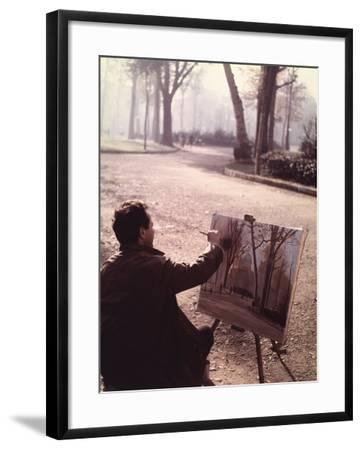 Painter in the Park-Vincenzo Balocchi-Framed Photographic Print