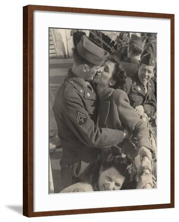 Kiss Between an American and an Italian Woman-Luigi Leoni-Framed Photographic Print