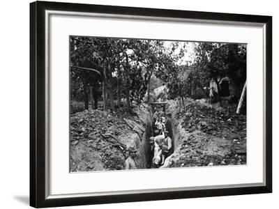 Italian Soldiers of World War I Dig a Communication Trench in Lucinico-Ugo Ojetti-Framed Photographic Print