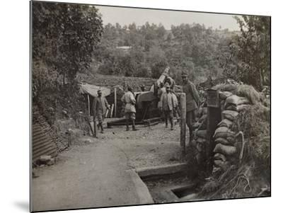Soldiers with a 152 Howitzer Engaged in the Taking of Gorizia During the First World War-Luigi Verdi-Mounted Photographic Print