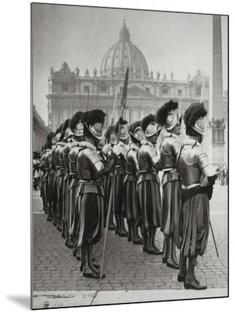 Swiss Guards at San Pietro, Vatican-Luigi Leoni-Mounted Photographic Print
