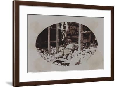 Campagna Di Guerra 1915-1916-1917-1918: Austrian Soldier's Corpse Next to a Machine Gun--Framed Photographic Print
