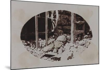 Campagna Di Guerra 1915-1916-1917-1918: Austrian Soldier's Corpse Next to a Machine Gun--Mounted Photographic Print