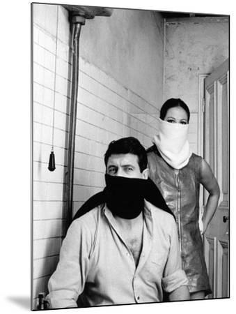 A Fine Pair, 1969 (Ruba Al Prossimo Tuo)--Mounted Photographic Print