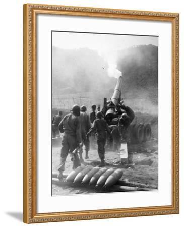 Korean War: Artillery--Framed Photographic Print