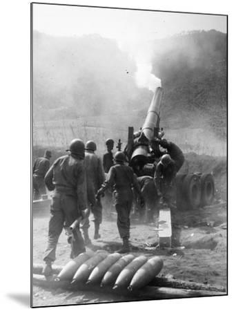 Korean War: Artillery--Mounted Photographic Print