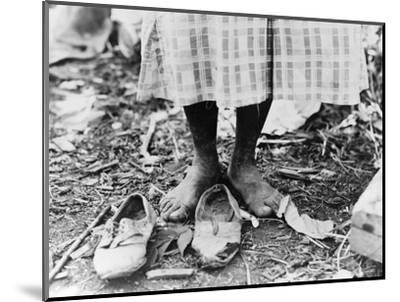Cotton Picker, 1937-Dorothea Lange-Mounted Photographic Print