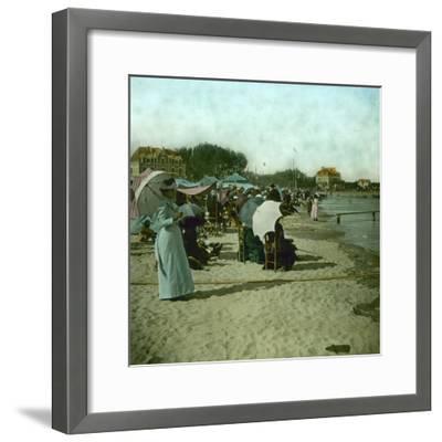 View of the Beach, Le Pouliguen (Loire-Atlantique, France), around 1900-Leon, Levy et Fils-Framed Photographic Print