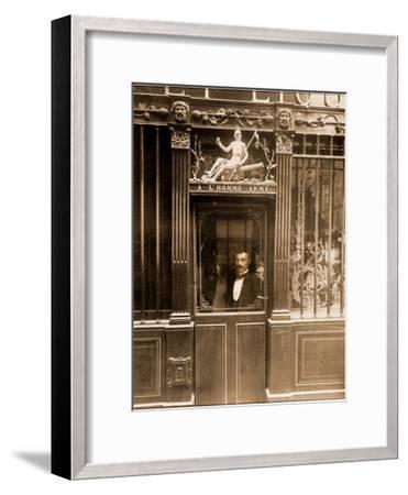 A? L'Homme Arme?, 25 Rue des Blancs Manteaux, Paris 1900-Eug?ne Atget-Framed Photographic Print