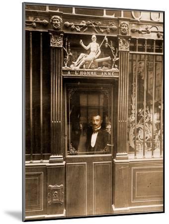 A? L'Homme Arme?, 25 Rue des Blancs Manteaux, Paris 1900-Eug?ne Atget-Mounted Photographic Print