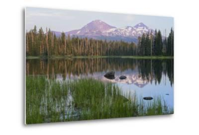 Usa, Pacific Northwest, Oregon Cascades, Scott Lake with Three Sisters Mountains-Christian Heeb-Metal Print