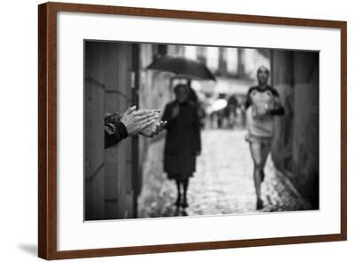 Come On-David Gonzalez Forjas-Framed Photographic Print