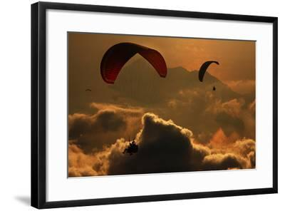 Paragliding-Yavuz Sariyildiz-Framed Photographic Print