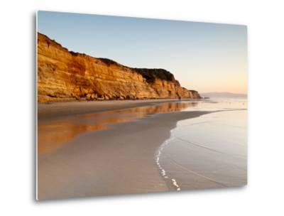 USA, California, La Jolla. Low Tide Cliff Reflections at Torrey Pines State Beach-Ann Collins-Metal Print