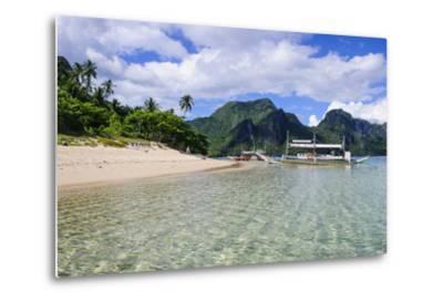 Long Sandy Beach in the Bacuit Archipelago, Palawan, Philippines-Michael Runkel-Metal Print