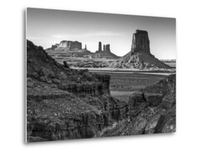 USA, Utah, Monument Valley, View of Buttes-Ann Collins-Metal Print