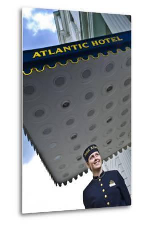 Germany, Hamburg, St. Georg, Atlantic Hotel on the Inner Alster, Employees, Outside-Ingo Boelter-Metal Print