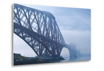 Scotland, Edinburgh, Forth Bridge, Fog-Thomas Ebelt-Metal Print