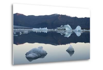 Icebergs, Glacier Lagoon Jškulsarlon, South Iceland-Julia Wellner-Metal Print