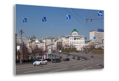 Moscow, Boulevard to the Greater Stone Bridge, Traffic-Catharina Lux-Metal Print