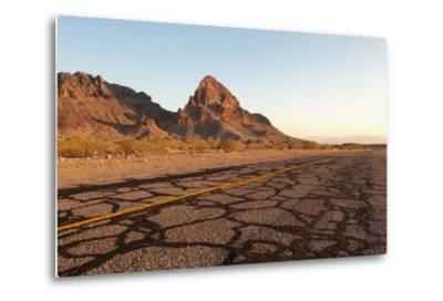 USA, Arizona, Route 66, Black Mountains, Street-Catharina Lux-Metal Print