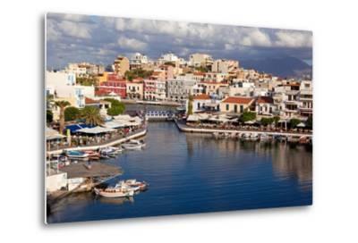 Greece, Crete, Agios Nikolaos, Lake Voulismeni-Catharina Lux-Metal Print